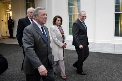 White House, Democrats Disagree on Definition of 'Negotiating' as Shutdown Continues