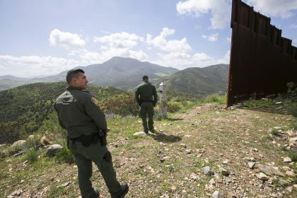 US Starts Small With 'Smart Walls' to Protect Mexican Border