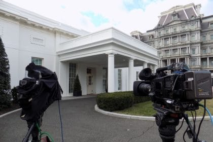 White House Requires Officials to Wear Masks In West Wing
